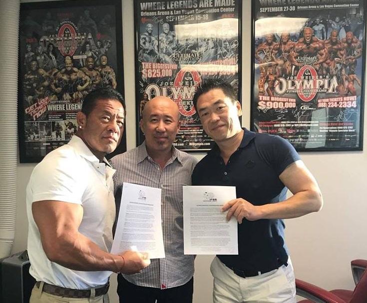 IFBB Pro League と契約