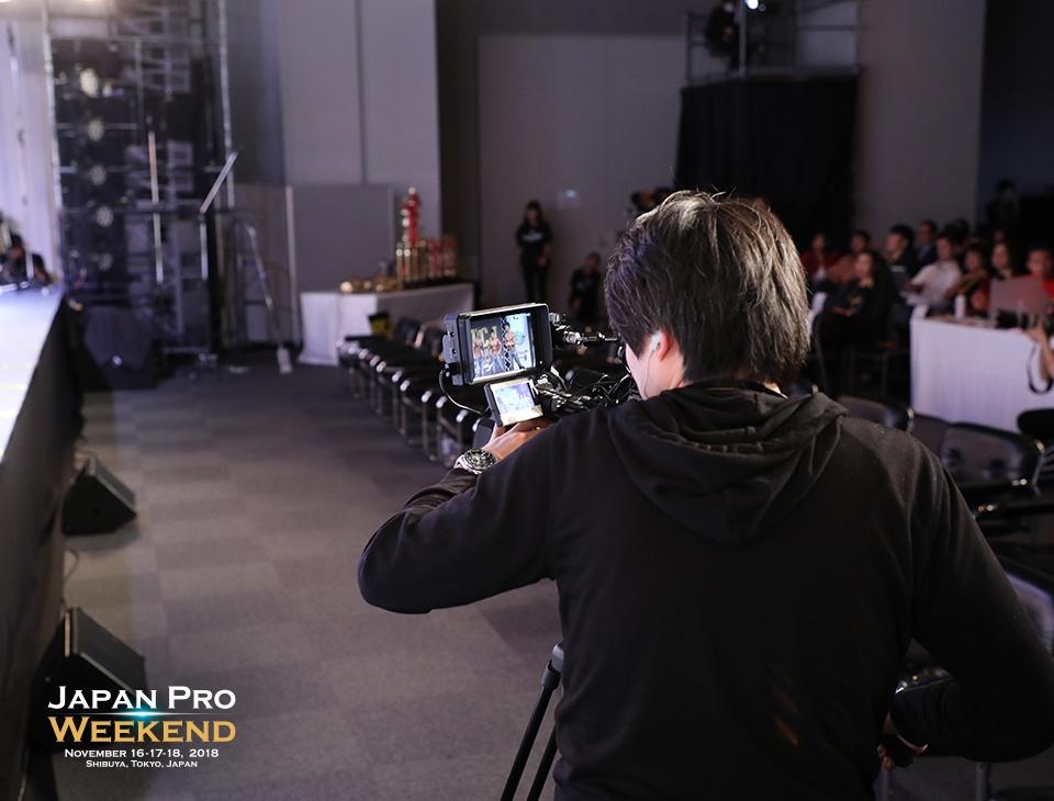 ステージ袖カメラマン